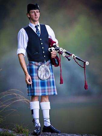 Naš jezikovni center je ime dobil po škotskih dudah.